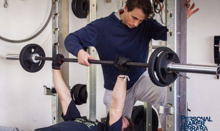Powerlifting, oggi pensiamo a pettorali e muscoli delle braccia.